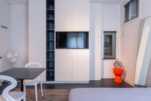 A television and/or entertainment centre at Book & Stay