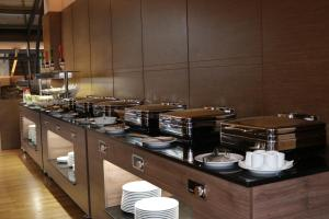 A restaurant or other place to eat at Hotel International Prishtina & Spa
