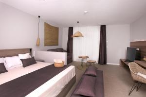 Łóżko lub łóżka w pokoju w obiekcie Eques Petit Resort