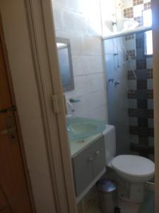 A bathroom at Suíte Independente