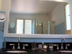 A bathroom at Luxury Villa in Mougins with Swimming Pool