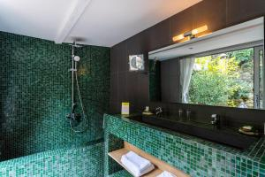 A bathroom at Boutique Hôtel Entraigues
