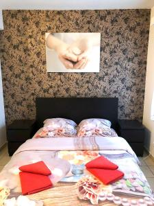 A bed or beds in a room at Apartment in Antwerp city centre