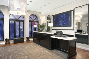 The lobby or reception area at Hotel Cass - A Holiday Inn Express at Magnificent Mile
