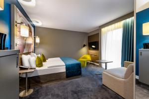 A bed or beds in a room at Mercure Berlin Wittenbergplatz