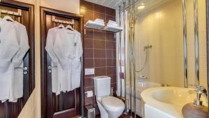 A bathroom at Hotel Inside Transit