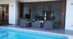A piscina localizada em Great View Villa Galant Curaçao ou nos arredores