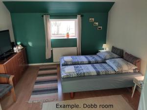 En eller flere senge i et værelse på Seng og Kaffe B&B