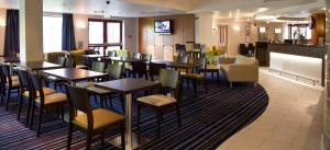 A restaurant or other place to eat at Holiday Inn Express Greenock