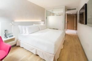 Ein Bett oder Betten in einem Zimmer der Unterkunft Barceló Hamburg