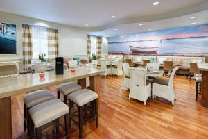 A restaurant or other place to eat at Hotel Indigo - Sarasota