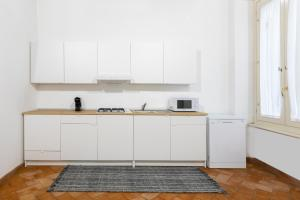 A kitchen or kitchenette at Sonder — Piazza dell'Orologio