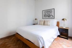 A bed or beds in a room at Sonder — Piazza dell'Orologio