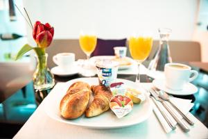 Breakfast options available to guests at iQ130 Apartment Hotel