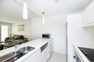 A kitchen or kitchenette at Accommodate Canberra - Trieste