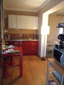 A kitchen or kitchenette at Villa Pergola