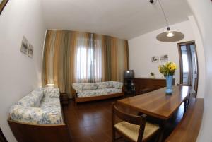 A seating area at Centro Residenziale Maestoso