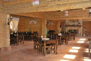 A restaurant or other place to eat at Turist Suior Cota 1000