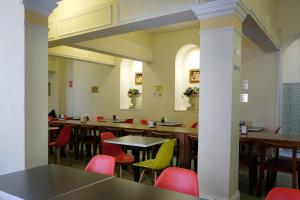 A restaurant or other place to eat at Hotel Claremont Guest House