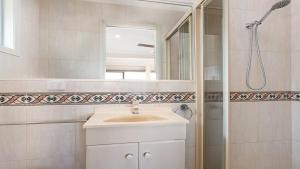 A bathroom at 6 Seaview Street Forster- Melissa Jane