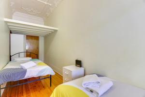 A bed or beds in a room at Park View on Colley