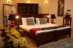 A bed or beds in a room at Madulkelle Tea and Eco Lodge