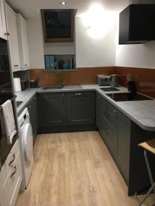 A kitchen or kitchenette at The Inchview Apartment