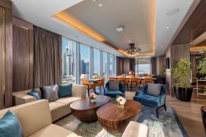 The lounge or bar area at Taj Jumeirah Lakes Towers