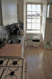 A kitchen or kitchenette at Leith City Centre Guesthouse Apartment