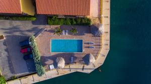 Uma vista da piscina em Luxury Apartment Ayla ou nos arredores
