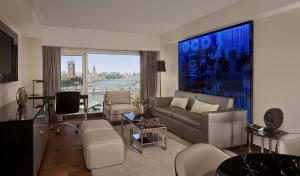 A seating area at Park Plaza London Riverbank