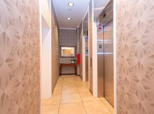 A bathroom at Landis Hotel & Suites