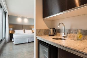 A kitchen or kitchenette at Vivaldi Hotel Loft Punta Carretas