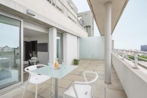 A balcony or terrace at Vivaldi Hotel Loft Punta Carretas