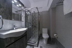A bathroom at Erato Hotel