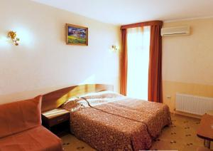 A bed or beds in a room at Pansionat Pliaj