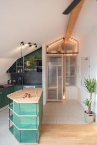 A kitchen or kitchenette at Montagu Hostel