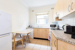 A kitchen or kitchenette at Live like a local, steps from Bondi Beach