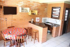 A cozinha ou cozinha compacta de Pousada ACM Tramandaí - RS