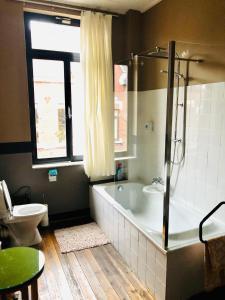 Een badkamer bij B&B Faja lobi