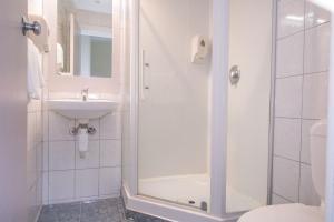 Un baño de Hotel Waterloo & Backpackers