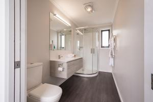 A bathroom at Seabrook Hotel