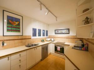 A kitchen or kitchenette at 5 Star in Prime Double Bay Location with Balcony