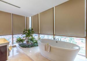 Wyndham Surabayaにあるバスルーム