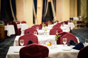 A restaurant or other place to eat at Dar Al Hijra InterContinental