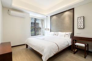 A bed or beds in a room at Iccssi Villa Haitang Bay Sanya