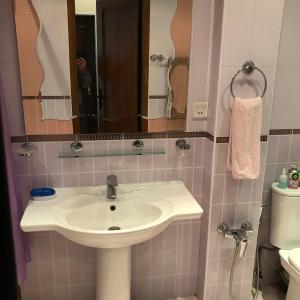 Um banheiro em Baku Home Apartment Nizami 66