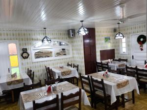 A restaurant or other place to eat at Hotel Pousada das Flores