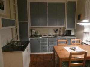 A kitchen or kitchenette at Forsaela Apartmenthouse