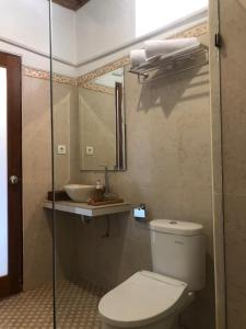 A bathroom at Crystal Bay Bungalows